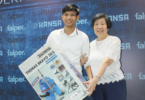 Raffle draw winner of Robert Thomas vacuum cleaner, Janrey Igros of DMCI Homes